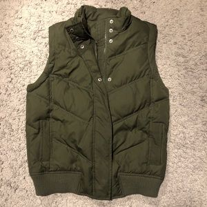 Gap olive green vest size small tall
